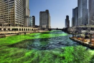 Green_Chicago_River_on_Saint_Patricks_Day_2009